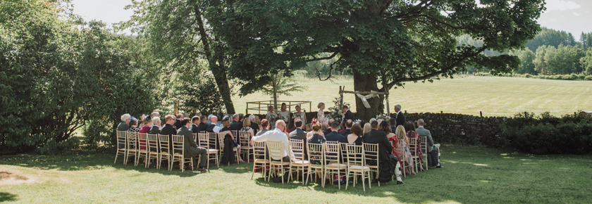 Garden wedding ceremony by Donna Murray Photography